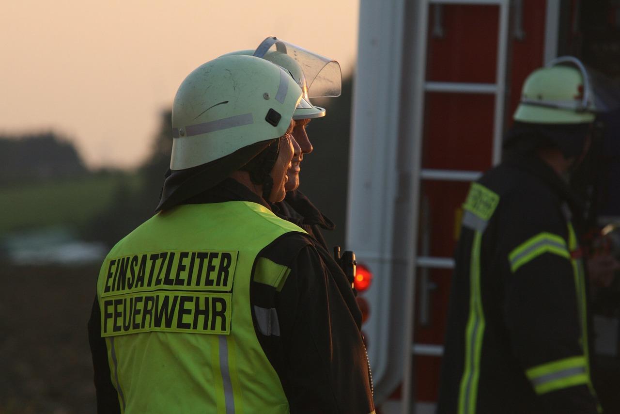 Einsatzleiter der Feuerwehr - Sie bedienen Sich oft Feuerwehrplänen nach DIN 14 095